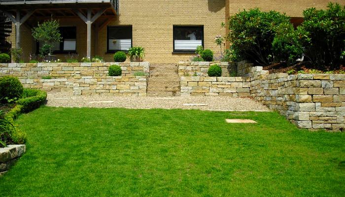 Trockenmauerwerk-mit-Sägekante